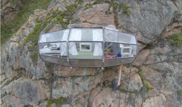 悬崖上的透明酒店,入住得自己攀岩,2000块一晚,却仍供不应求