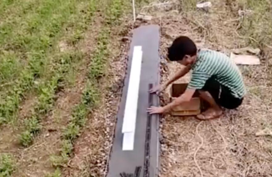 """村里的""""基建狂魔""""来了!大一学生在自家菜园地建高铁、跨江大桥"""